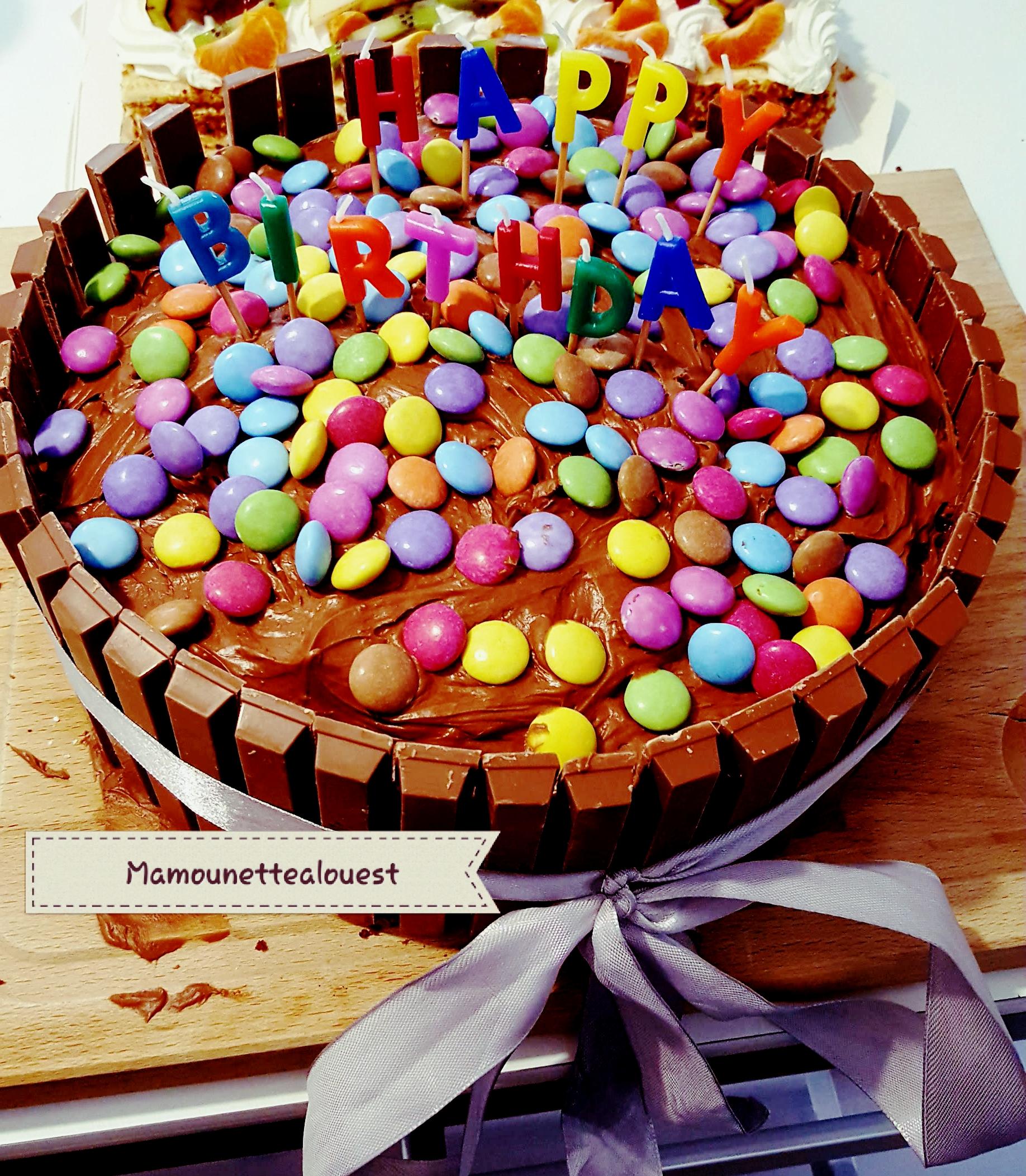 Gâteau au chocolat KitKat et Smarties.jpg